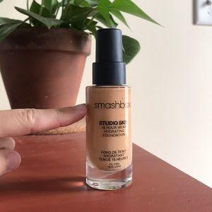 SMASHBOX studio skin 15h hydrating foundation 2.2